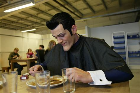 Stefan Karl, the actor for Robbie Rotten had surgery a ...