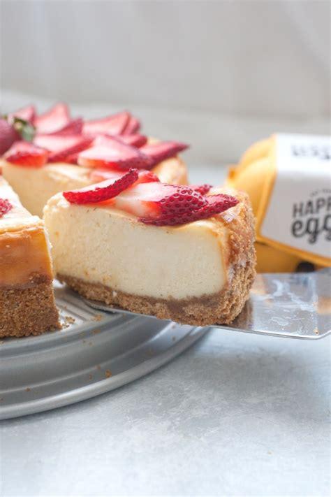 Strawberry White Chocolate Cheesecake   TipBuzz