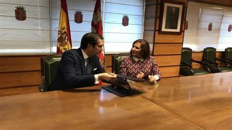 Suárez Quiñones firma el convenio para solucionar los ...