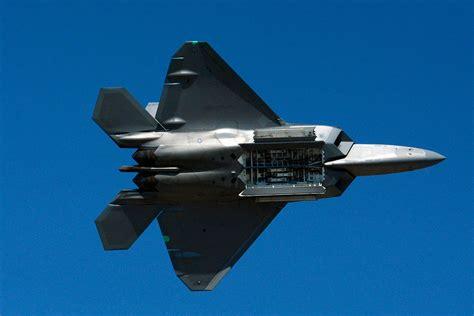 Súbor:F 22 raptor bomb bay display 2014 Reno Air Races ...