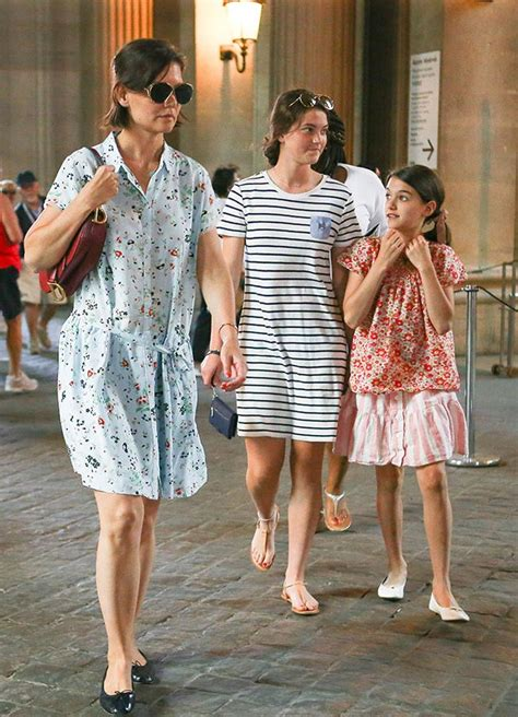 Suri Cruise Is So Grown Up As She Strolls The Streets of ...