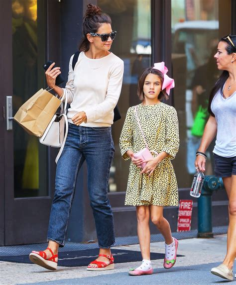 Suri Cruise looks just like her dad Tom Cruise on latest ...