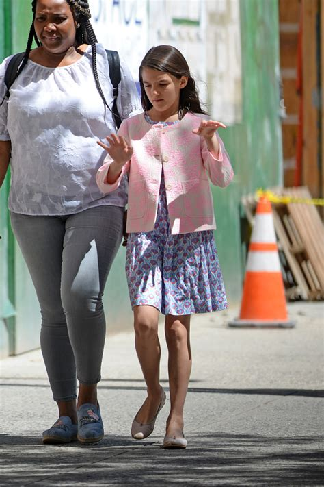 Suri Cruise Rocks Ballet Flats & Notices She's Due for a ...