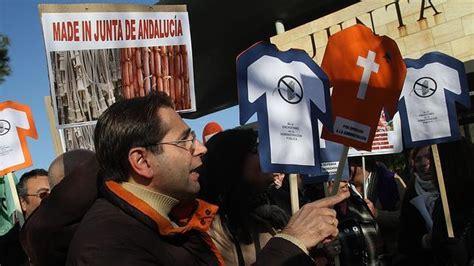Susana Díaz sigue sin recortar la administración paralela