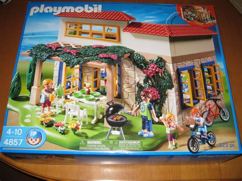Take a Vacation With Playmobil s Summer House Playset | WIRED