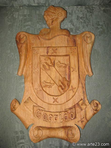 Talla de madera   Escudos de apellidos   Pergaminos y ...