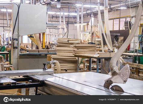 Taller para la producción de muebles de madera en la ...