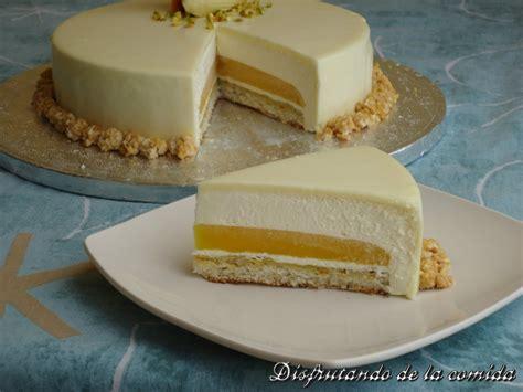Tarta de Chocolate Blanco, Yogur y Mango   Postres con estilo