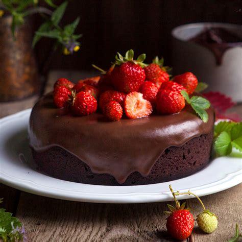 Tarta de chocolate con fresas sin gluten   Almond Breeze