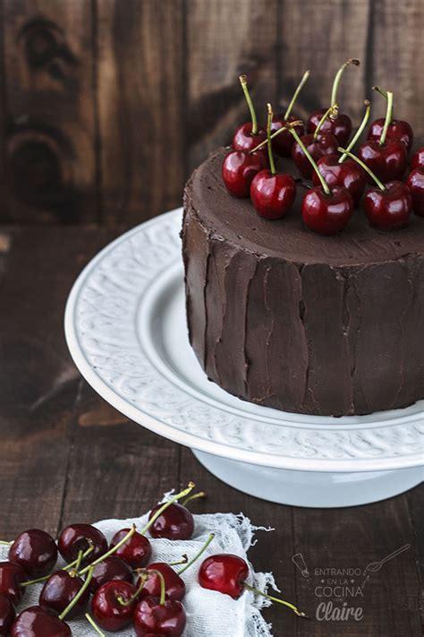 Tarta jugosa de cerezas y chocolate