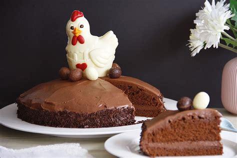 Tarta  Mona de Pascua  con bizcocho de chocolate negro y ...