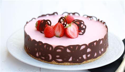 Tarta mousse de chocolate blanco y fresas – HELENA Y COCINA