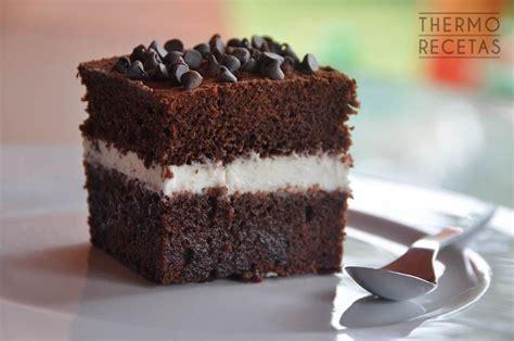 Tarta sencilla de chocolate y nata