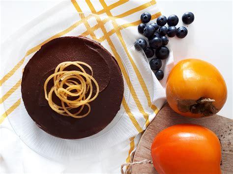Tarta sin azúcar de chocolate y kaki
