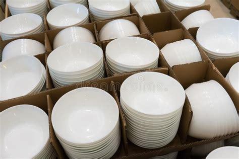 Tazones De Fuente Blancos De La Porcelana Imagen de ...