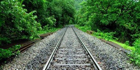 Teen killed by train at Bull Run Bridge near Clifton ...