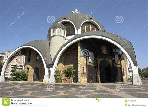 Templo Ortodoxo En Un Estilo Modernista Foto de archivo ...