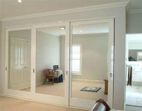 Ten un armario con puertas de espejo | Closets modernos ...