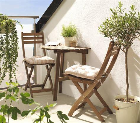 Terraza pequeña con mesa y sillas de jardín de IKEA ...