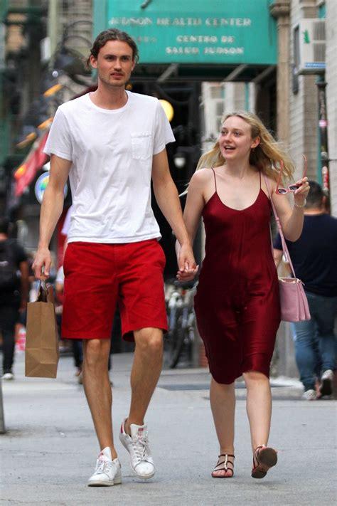 The beautiful Dakota Fanning out with her boyfriend ...