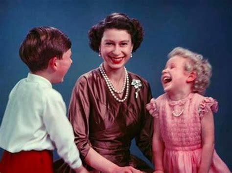 The fabulous Instagram account of Queen Elizabeth II, who ...