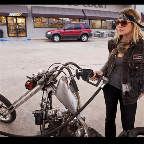 The moto lady............ #chopperlife #harleydavidson ...