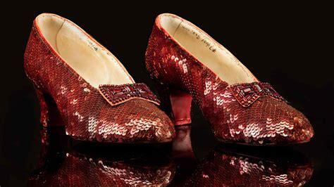 The Objective | Recuperan los zapatos de  El Mago de Oz ...