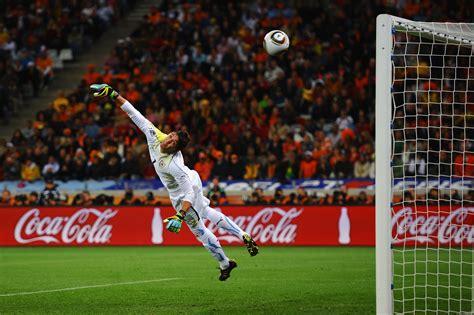 The Top 10 Goalkeepers in World Football | Bleacher Report ...