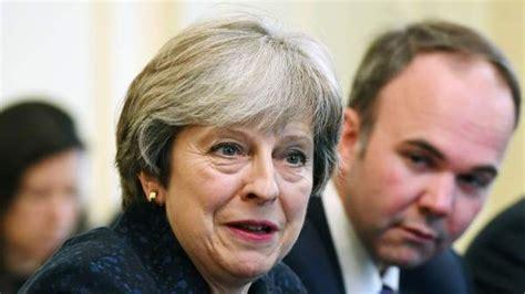 Theresa May, a Rajoy:  El Reino Unido no reconocería ...