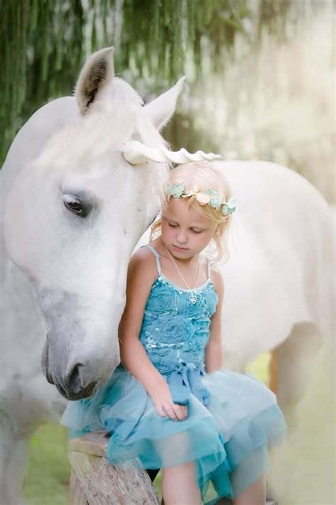 This Photographer Makes Unicorns Real – iHeartHorses.com