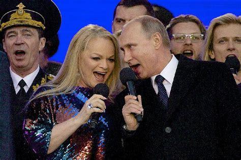 Thousands cheer Putin at rally