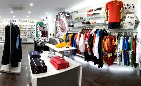 Tiendas de Deportes: Diseño de Mobiliario y Decoración ...