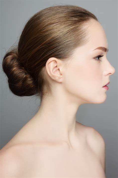 Tipos de peinados de moños bajos | Vivirsanos.com