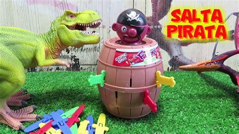 Tiranosaurio Rex y dinosaurio juegan a SALTA PIRATA y ...