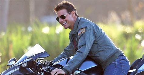 Tom Cruise Looks Half His Age in Top Gun: Maverick ...
