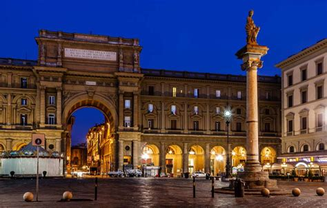 Top 10  +1  Squares to Visit in Florence