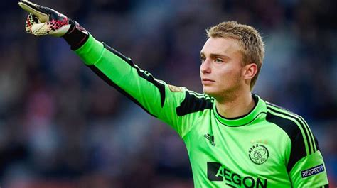 Top 10 Best Goalkeepers in The World 2019   Trendrr