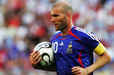 Top 10 Greatest Soccer Players of All Time | 10 Best ...
