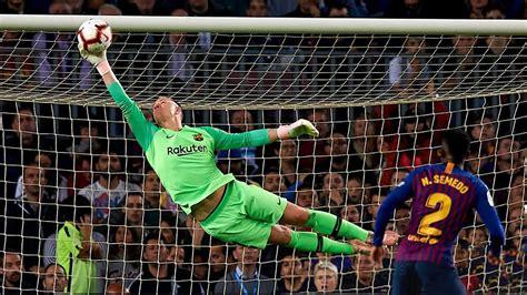 Top 10 Heroic Goalkeeper Performances In Football  HD ...