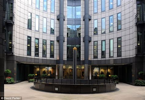 Top law firm says London will remain international hub ...