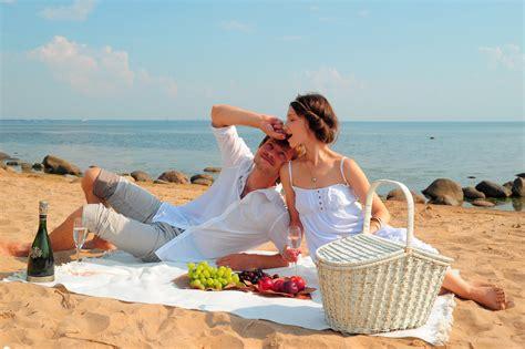 Top Photoshoot Ideas for a Romantic Couple   Photo Ideas