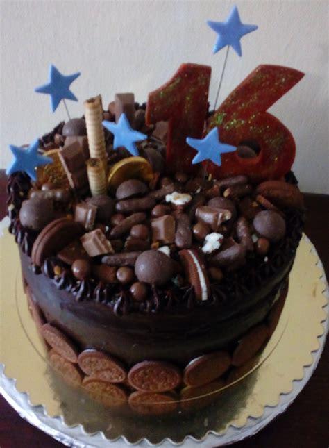 Torta de chocolate rellena de chocolate decorada con ...