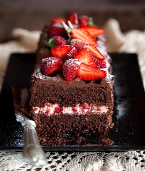 Torta fácil de chocolate y frutillas   Mundo Pastel