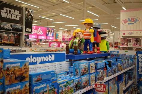 Toys 'R' Us Wins Approval to Pay Bankruptcy Bonuses   WSJ