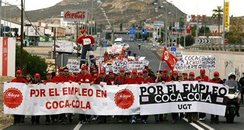Trabajadores de Coca Cola protestan contra los despidos ...