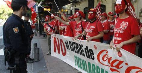 Trabajadores de Coca Cola se concentran ante la Audiencia ...