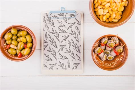Traditional spanish food mockup with clipboard | Free PSD File
