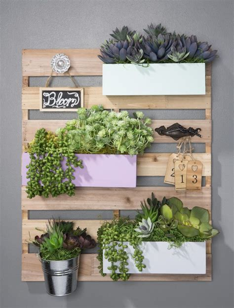 Trendy Wood pallet with succulents. So easy to do. # ...