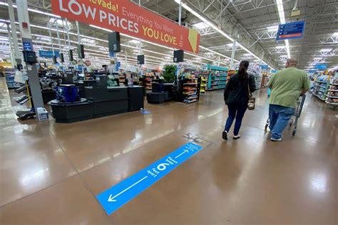 Tres trabajadores de una tienda Walmart dan positivo por ...