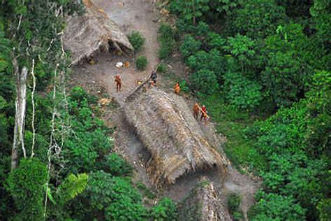 Tribu sin contacto con el mundo moderno en Amazonas video ...